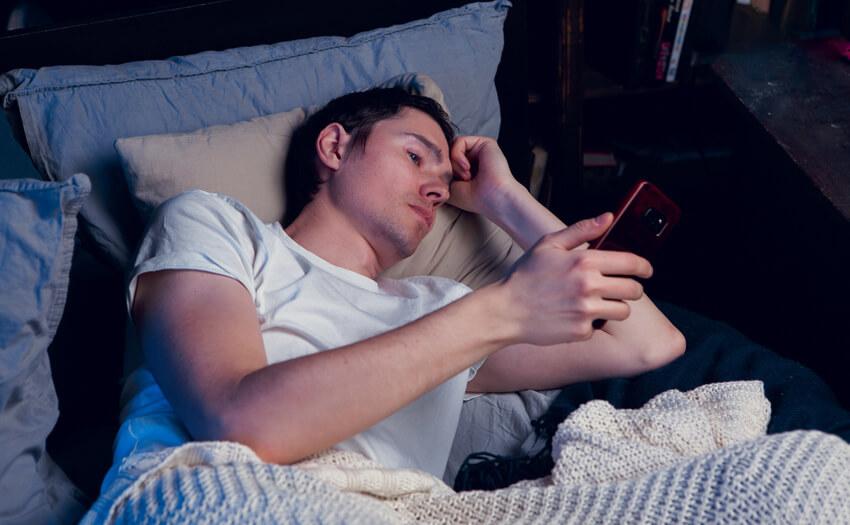 ベッドで眠る以外のことをする