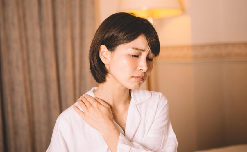 睡眠時の肩や首の痛みの軽減 低反発枕のメリット