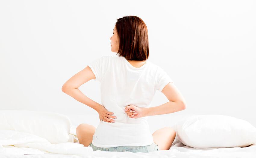 寝起きの腰の痛み、何が原因?寝起きの腰の痛みは睡眠環境が原因かも