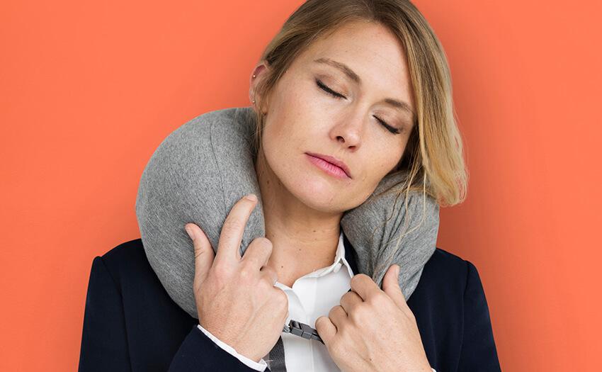 首が痛い…「ストレートネック」「寝違え」など、原因チェック