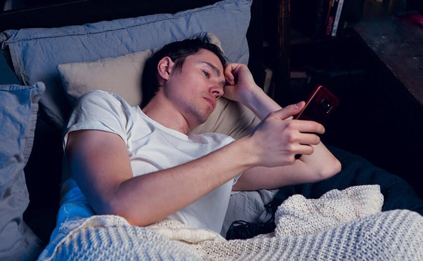 疲れているのに夜眠くならないのはなぜ?夜になると自然に眠くなる方法