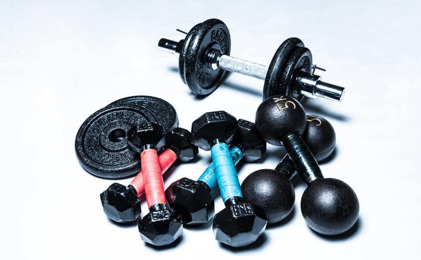 腹筋を鍛えるのにダンベルは効果的なの?