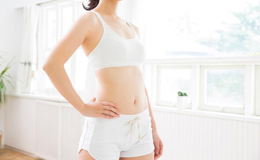 簡単にお腹をへこませる方法をご紹介!効果的に痩せるダイエット!