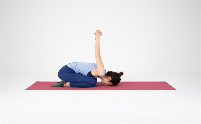 ヨガに学ぶ二の腕のストレッチ(2)