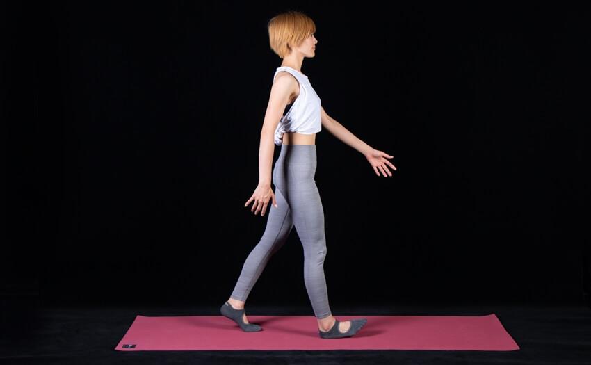 くびれを強調する姿勢と歩き方(2)