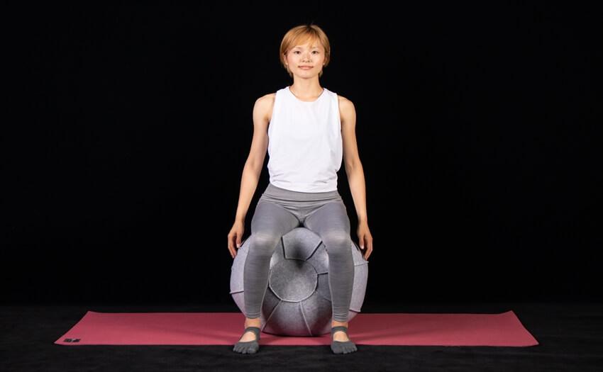 基本エクササイズその1「ボールに座って腰まわし」(1)