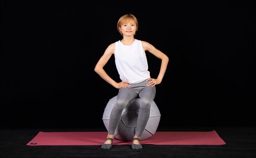 基本エクササイズその1「ボールに座って腰まわし」(2)