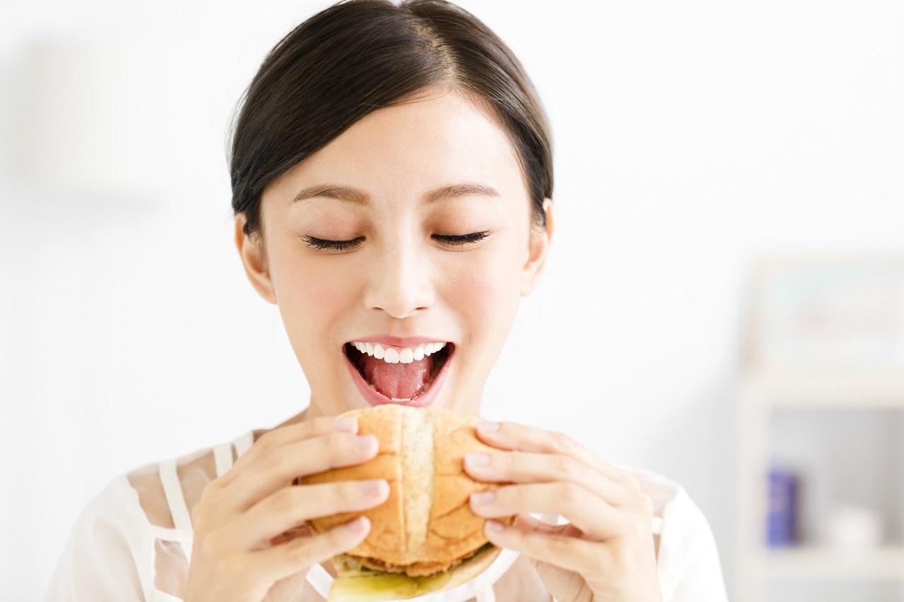 食事制限による無理なダイエットは禁物?身体が痩せるメカニズムとは