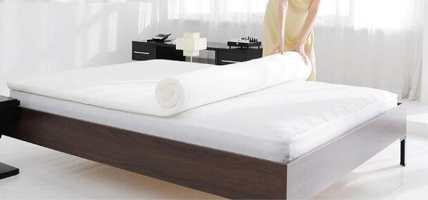 ベッドの上に一枚敷くだけ